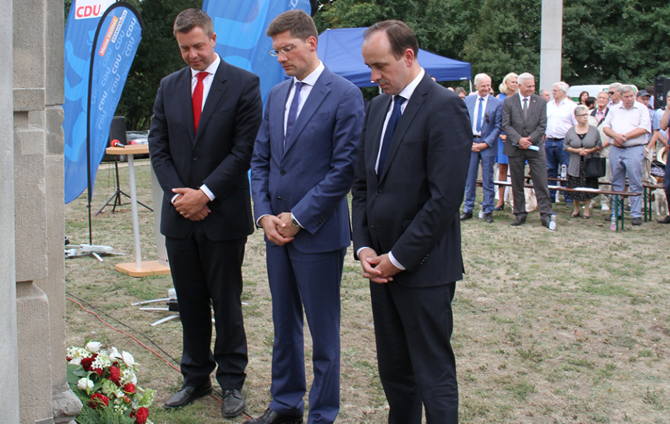 Stefan Evers, Christian Hirte und Ingo Senftleben während der Gedenkminute für die Opfer des Mauerbaus