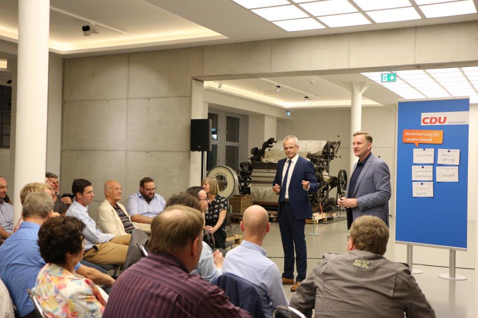 Aeg Kühlschrank Pappe Hinten : Cdu landesverband brandenburg erste regionalkonferenz zum neuen